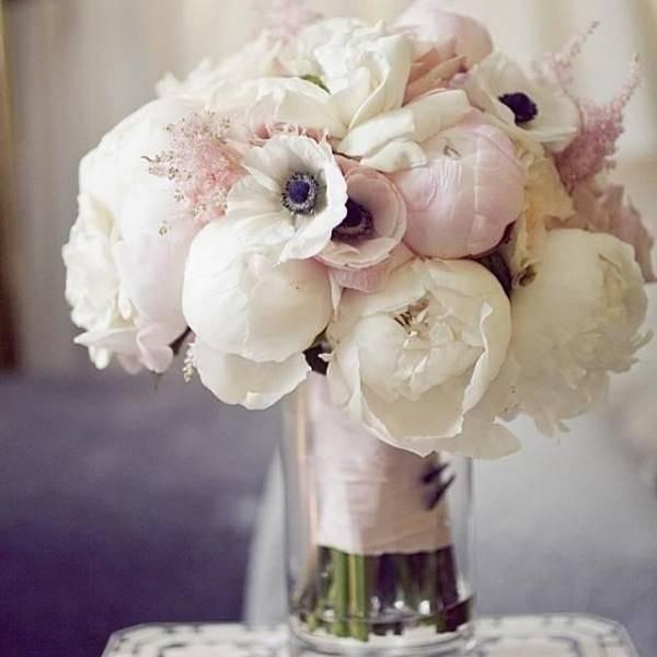 Букет пионы и розы