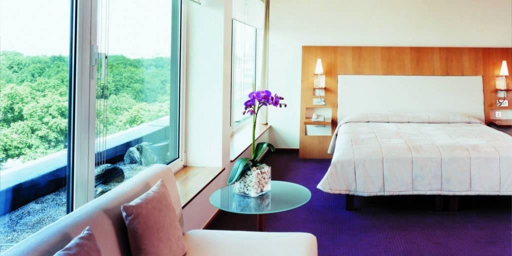Можно ли ставить орхидею в спальне