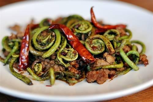 Как приготовить соленый папоротник с мясом